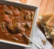 Zupa gulaszowa: przepis na pyszne danie jednogarnkowe