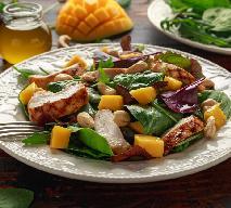 Sałatka z mango i kurczaka z menu beszamel