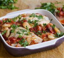 Sycąca pierś kurczaka z fasolą i chorizo: przepis na jednogarnkowy obiad