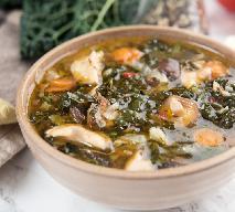 Pyszna zupa z kurczakiem i jarmużem: wzmacniająca i sycąca