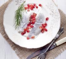 Świąteczny śledź z jogurtem, koperkiem i pestkami granatu