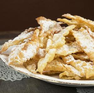 Faworki: przepis na pyszny ostatkowy deser
