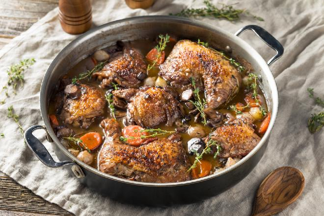 Rewelacyjne nóżki kurczaka duszone z pieczarkami