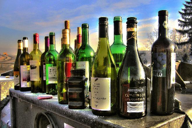 Kac - w jaki sposób pić, aby uniknąć bólu głowy i nudności?