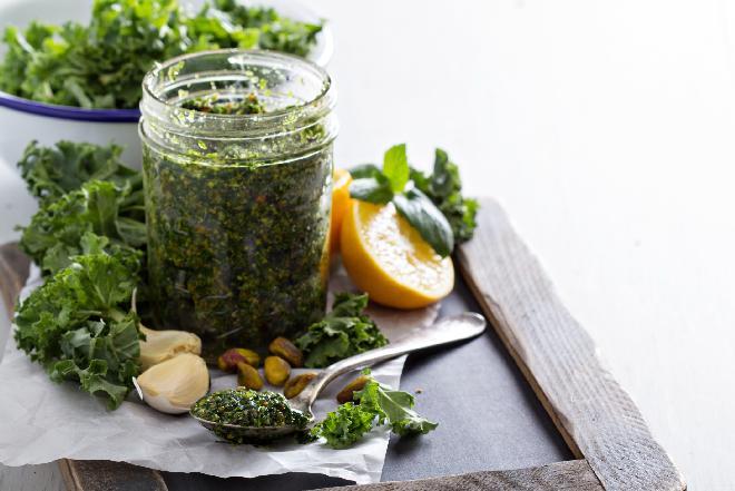 Pesto z jarmużu z cytryną: aromatyczne i odświeżające [przepis]