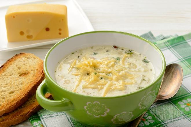 Zupa serowa z warzywami: idealna na chłodne dni