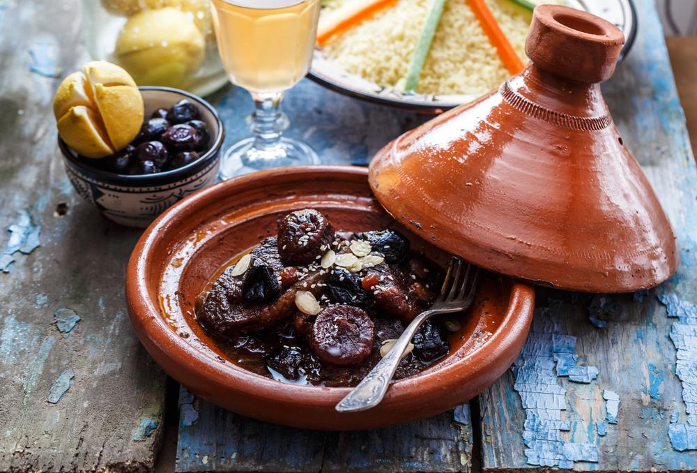 Tadżin (tajine) to nazwa naczynia, potrawy i synonim orientalnego smaku