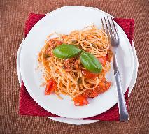 Oszczędne spaghetti z wędzonymi szprotkami