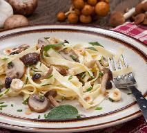 Makaron z grzybami i orzechami laskowymi: obłędnie pyszne danie bezmięsne