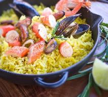 Paella z owocami morza: przepis na danie z kuchni hiszpańskiej