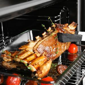12 pysznych pomysłów na grilla w piekarniku: przepisy na domowe grillowanie