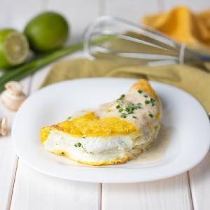 Omlet sufletowy: niesamowicie prosty i efektowny sycący posiłek [GALERIA ZDJĘĆ]