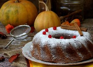 Korzenne ciasto z dynią i żurawiną: pyszna babka na rodzinne spotkanie