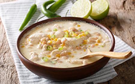 Kremowy gulasz z kurczaka, fasoli i kukurydzy: pikantny, pożywny i pyszny
