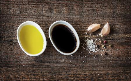 Klasyczny sos winegret: łatwy przepis