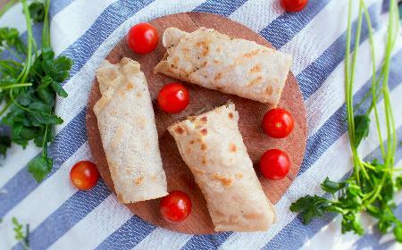Naleśniki z mięsem mielonym, serem i pomidorami [WIDEO+GALERIA]