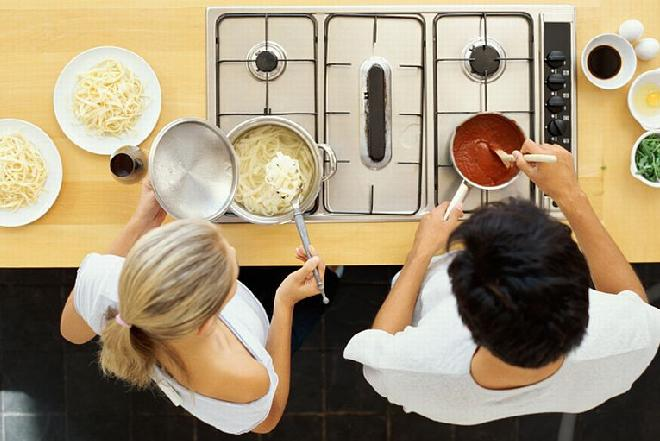 Jak gotować smacznie i dietetycznie? Dziesięć prostych trików!