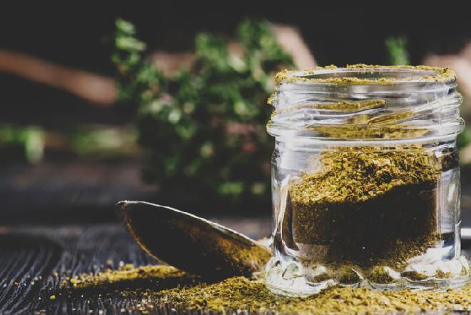 Swańska sól: co to jest i jak zrobić słoną mieszankę ziół ze Swanetii