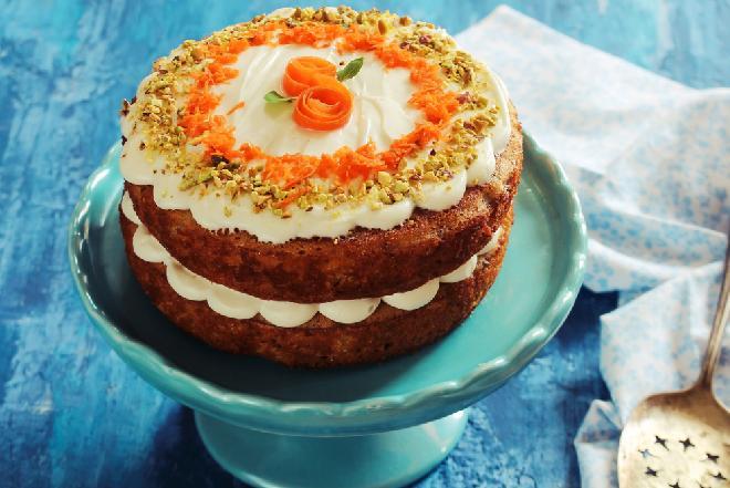 Marchewkowe ciasto z kokosowym kremem: przepis na bezglutenowy tort