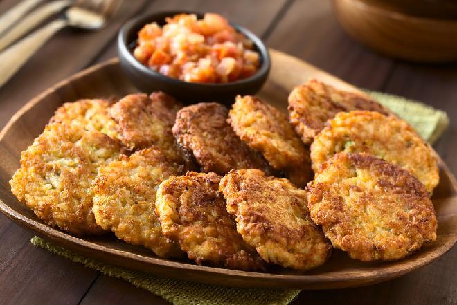 Pyszne kotlety z selera i ryżu pieczone w piekarniku: pomysł palce lizać!