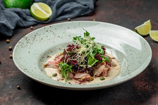 Vitello tonnato - znakomita cielęcina podawana na zimno z aromatycznym sosem tuńczykowym