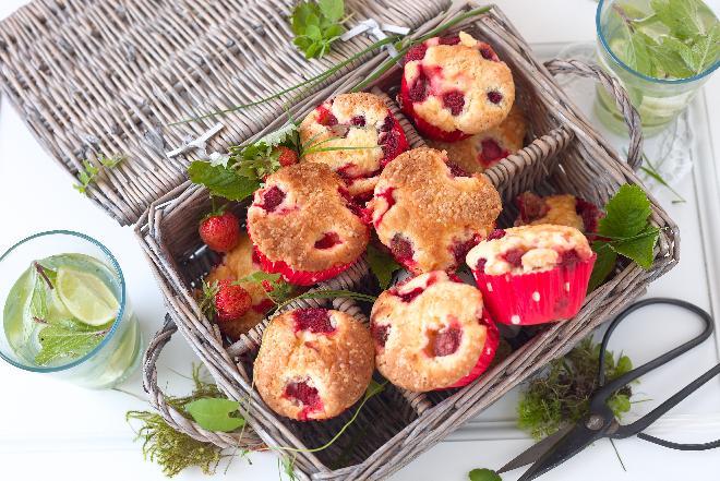 Jak najprościej zrobić biszkopt z owocami? Sekrety udanego ciasta